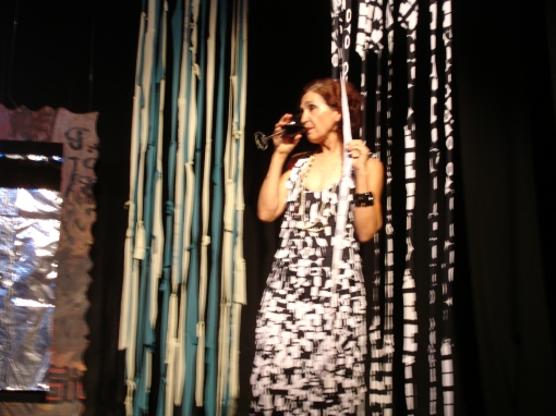 """TEATRO-DANÇA """"Mulheres em Retalhos"""" - Criação e Interpretação de Duxtei, Dança de Camila Vinhas Itavo e Direção de Edna Badu"""